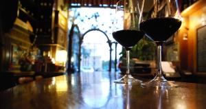 wineglassesonbar